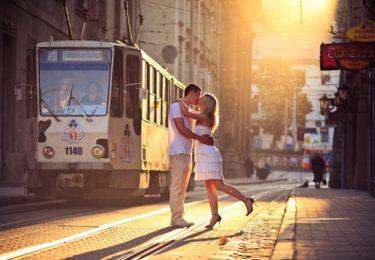 Бежит трамвай старой мостовой