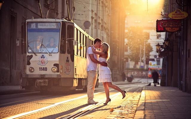 Тури до Львова Біжить трамвай бруківкою старою