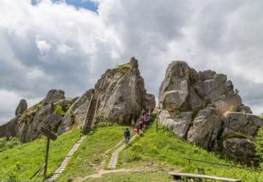 Фортеця Тустань та водоспад Кам'янка