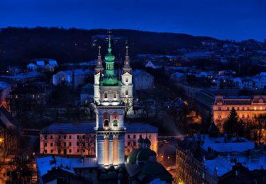 Вуличками вечірнього Львова