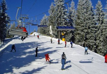 Буковельські лижі й санки та гуцульські забавлянки