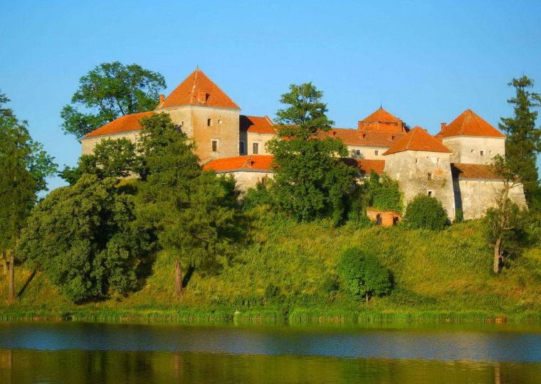 Тури Львівщиною Свірзький замок та Унівський монастир